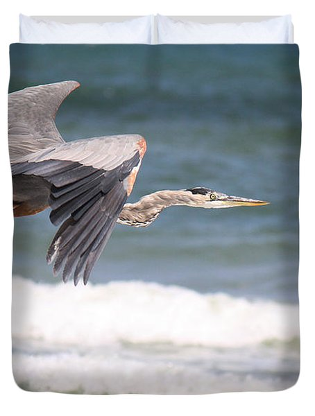 Great Blue Heron In Flight Duvet Cover