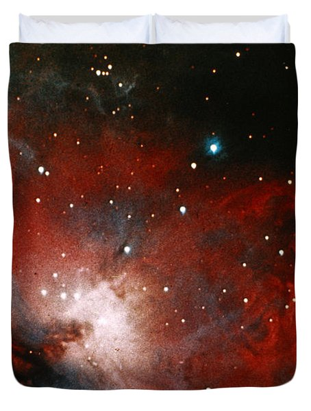 Great Nebula In Orion Duvet Cover by Science Source