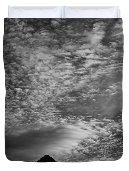 Himalayan Sky In Black And White Duvet Cover by Don Schwartz