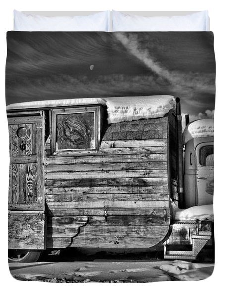 Home On Wheels - Bw Duvet Cover by Christopher Holmes