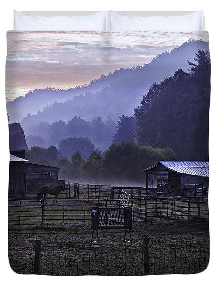 Horse At Home - North Carolina Farm Scene Duvet Cover by Rob Travis