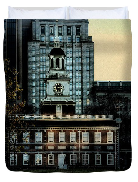 Independence Hall - The Cradle Of Liberty Duvet Cover by Bill Cannon