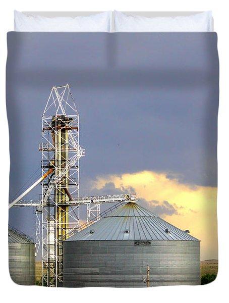 Duvet Cover featuring the photograph Kansas Farm by Jeanette C Landstrom