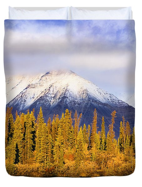 Kathleen Lake And Mountains At Sunrise Duvet Cover by Yves Marcoux