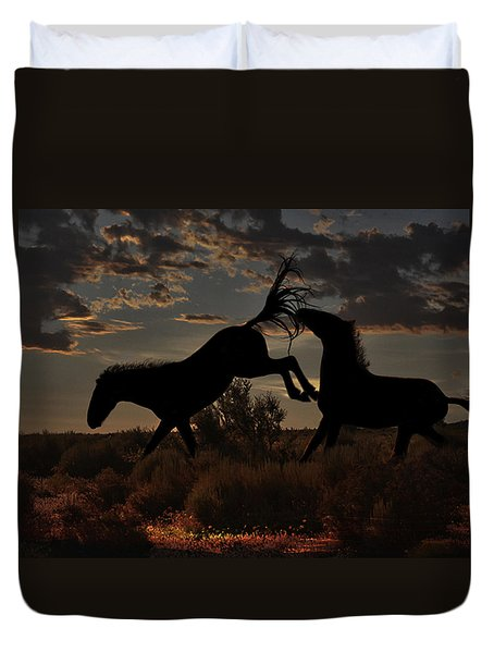 Duvet Cover featuring the photograph Kick by Tammy Espino