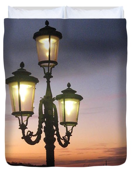 Lampost Sunset In Venice Duvet Cover by Catie Canetti