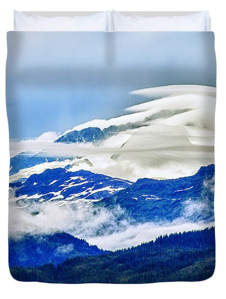 Lenticular And The Chugach Mountains Duvet Cover