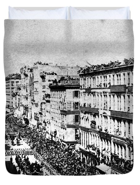 Lincolns Funeral Procession, 1865 Duvet Cover by Photo Researchers