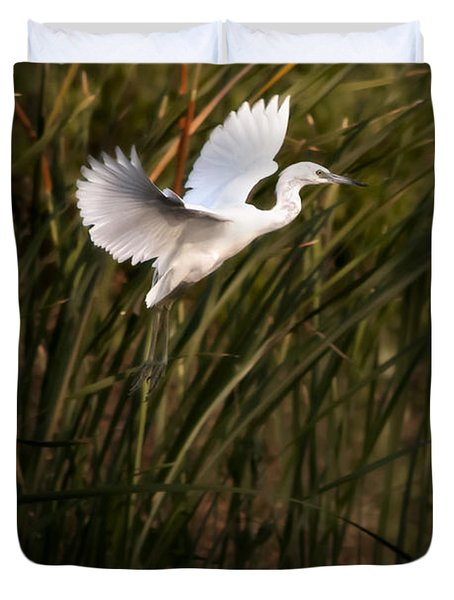 Duvet Cover featuring the photograph Little Blue Heron On Approach by Steven Sparks