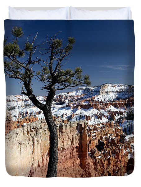 Duvet Cover featuring the photograph Living On The Edge by Karen Lee Ensley