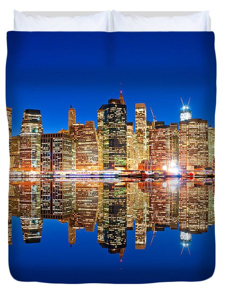 Duvet Cover featuring the photograph Manhattan by Luciano Mortula