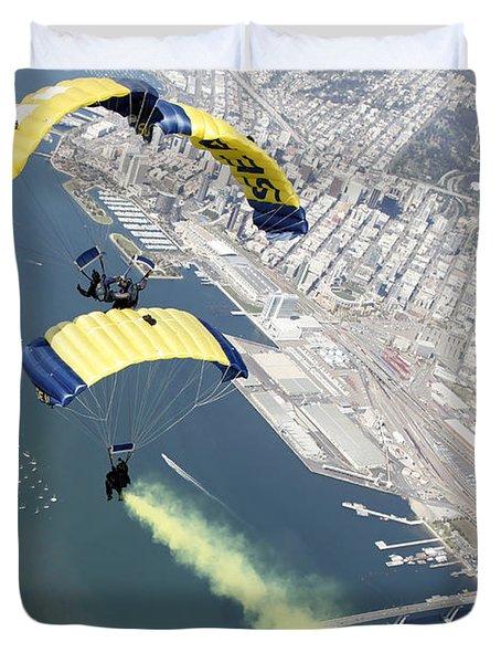 Members Of The U.s. Navy Parachute Team Duvet Cover by Stocktrek Images