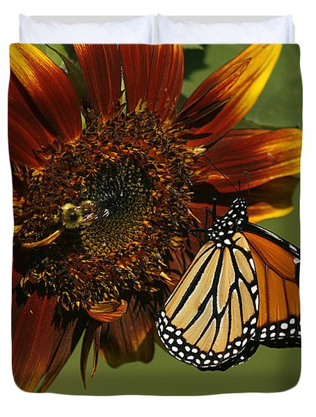 Monarch And The Bee Duvet Cover