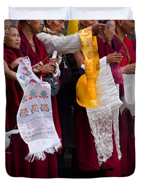 Duvet Cover featuring the photograph Monks Wait For The Dalai Lama by Don Schwartz