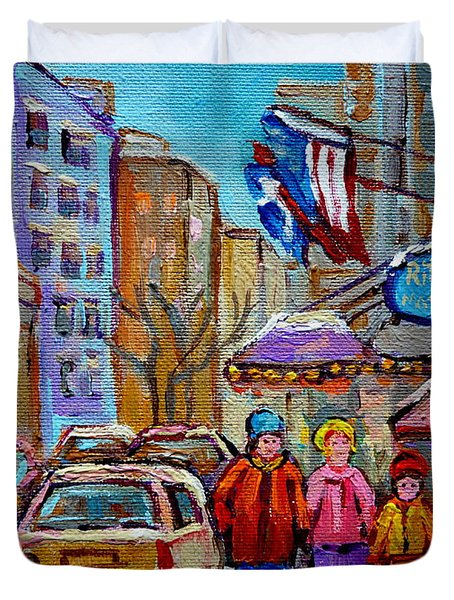 Montreal Street Scenes In Winter Duvet Cover by Carole Spandau
