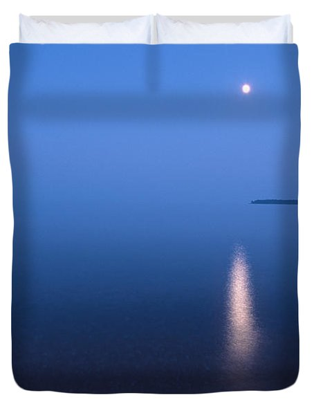 Moonrise On Lake Superior Duvet Cover