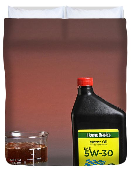 Motor Oil Dissolution Test Duvet Cover by Photo Researchers, Inc.