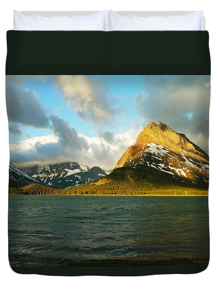 Mountains At Many Glacier Duvet Cover by Jeff Swan
