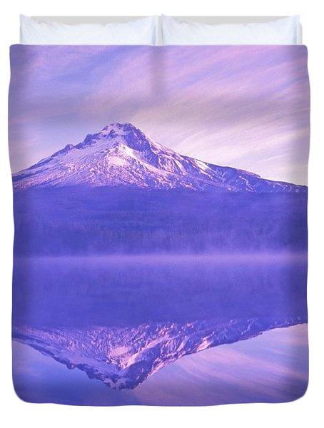 Mt. Hood And Trillium Lake Mt Hood Duvet Cover by Dan Sherwood