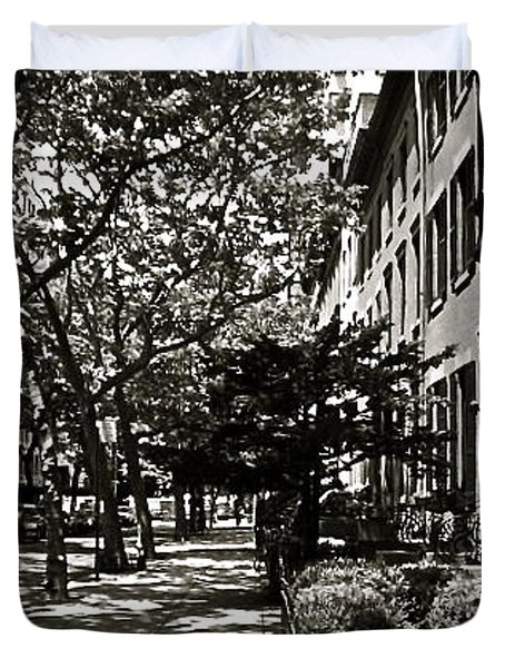 Duvet Cover featuring the photograph New York Sidewalk by Eric Tressler