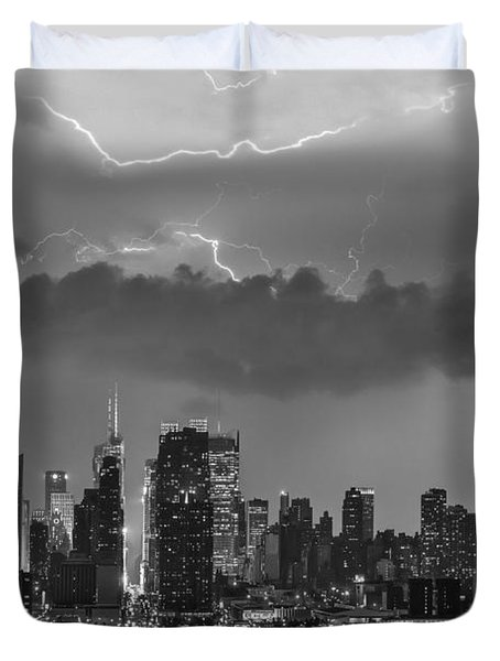 Nyc All Charged Up Bw Duvet Cover by Susan Candelario