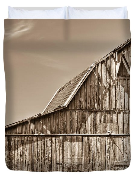 Old Barn In Sepia Duvet Cover by Douglas Barnett