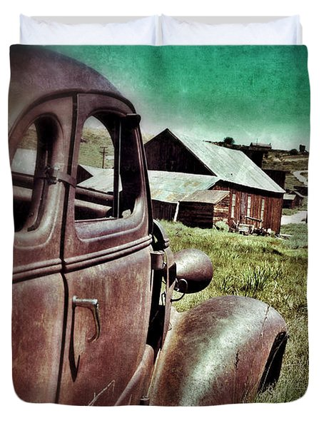 Old Car And Ghost Town Duvet Cover by Jill Battaglia