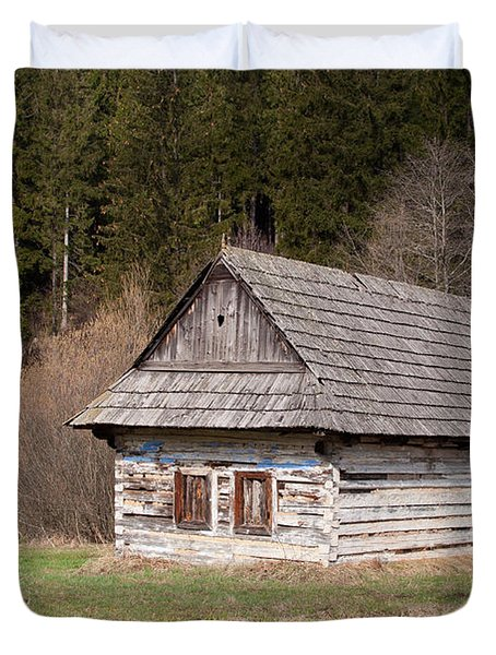 Duvet Cover featuring the photograph Old Log House by Les Palenik