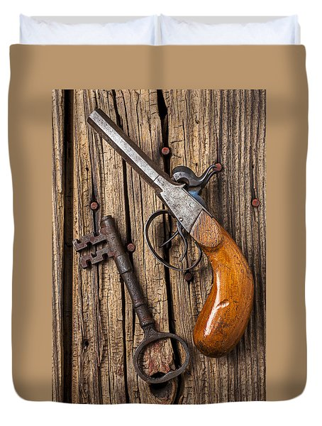 Old Pistol And Skeleton Key Duvet Cover by Garry Gay