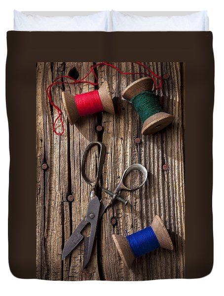 Old Scissors And Spools Of Thread Duvet Cover by Garry Gay