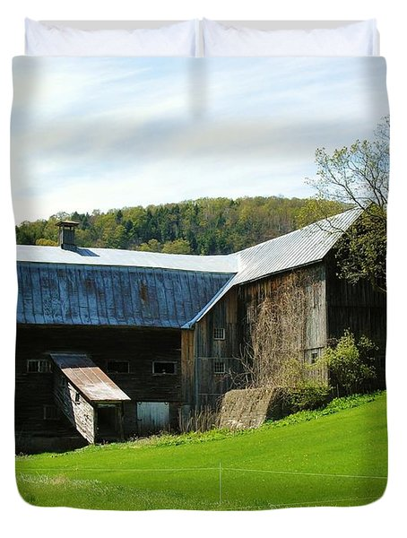 Duvet Cover featuring the photograph Old Vermont Barn by Sherman Perry