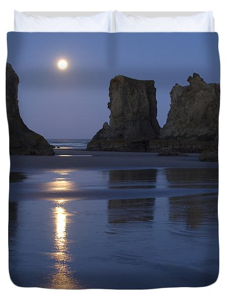 Oregon Coast Duvet Cover by John Shaw and Photo Researchers