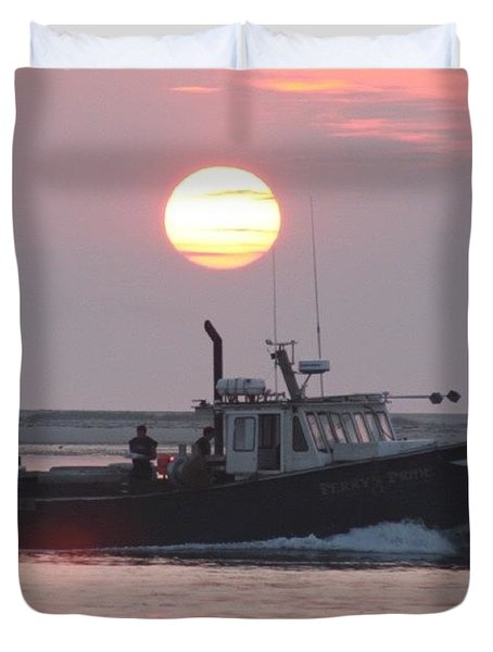Out To Sea At Sunrise Duvet Cover