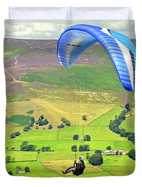 Paragliding Off Mam Tor 01 Duvet Cover by Rod Johnson