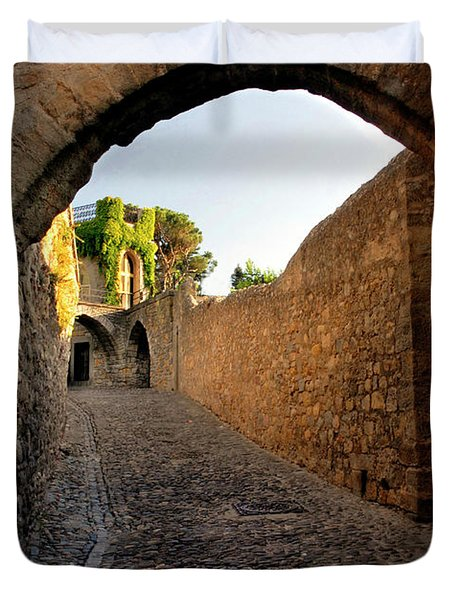 Duvet Cover featuring the photograph Pathway Through Gordes France by Dave Mills