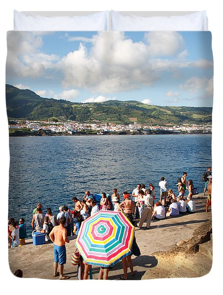 People Waiting At The Islet Duvet Cover by Gaspar Avila