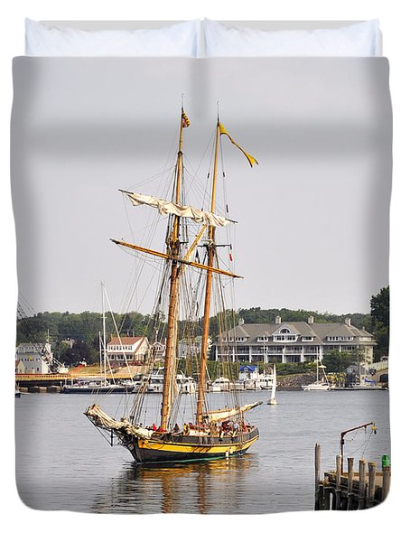 Pride Of Baltimore II Pb2p Duvet Cover