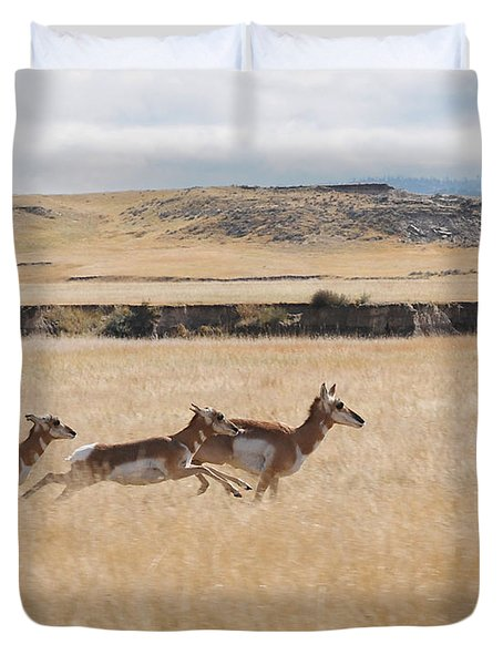Duvet Cover featuring the photograph Pronghorn Antelopes On The Run by Art Whitton