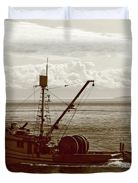 Duvet Cover featuring the photograph Purse Seine Departure by Lorraine Devon Wilke