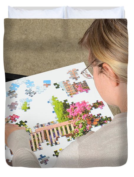 Puzzle Therapy Duvet Cover by Photo Researchers, Inc.