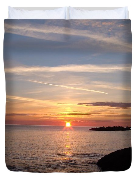 Duvet Cover featuring the photograph Rising Sun by Bonfire Photography