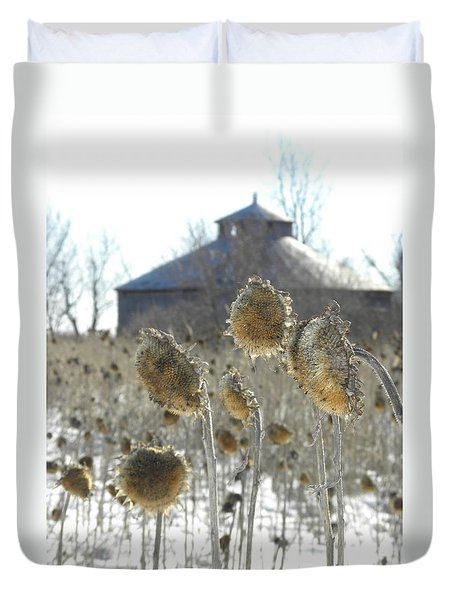 Round Barn With Sunflowers Duvet Cover