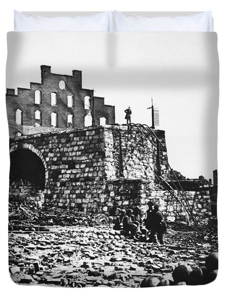 Ruins Duvet Cover by Photo Researchers