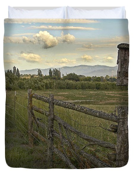 Rural Birdhouse On Fence Duvet Cover by Mick Anderson
