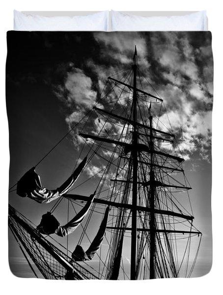 Sails In The Sunset Duvet Cover by Hakon Soreide