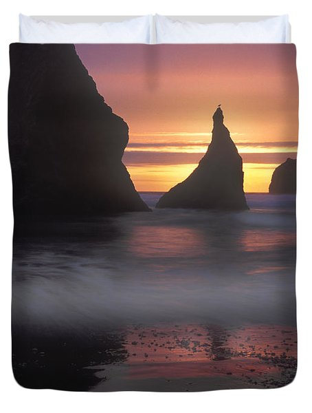 Sea Stacks Off The Oregon Coast Duvet Cover by Dave Mills