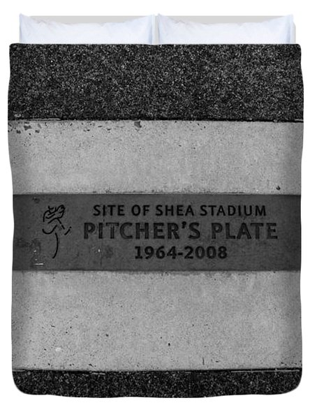 Shea Stadium Pitchers Mound In Black And White Duvet Cover by Rob Hans