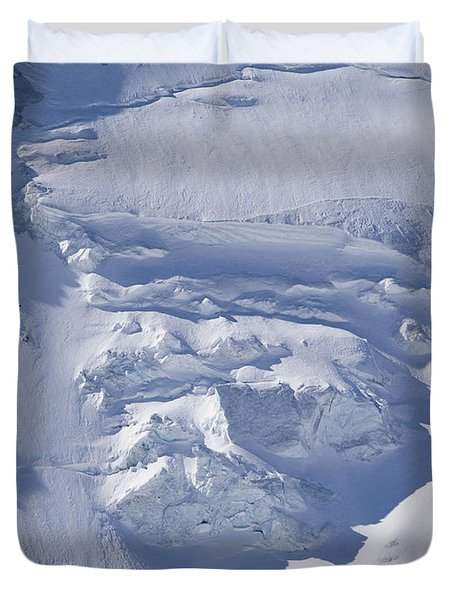 Skiers Cross The Aletsch Glacier En Duvet Cover by Axiom Photographic