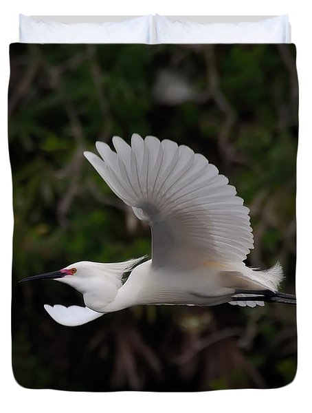 Snowy Egret In Flight Duvet Cover