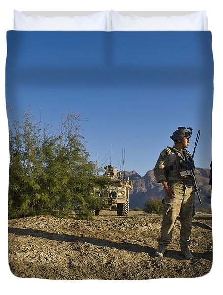 Soldiers Discuss A Strategic Plan Duvet Cover by Stocktrek Images